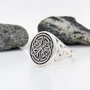 Solvar Silver Gents Oxidised Celtic Knot Signet Ring
