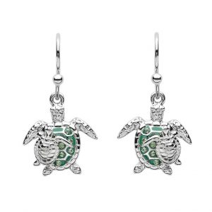 The Green Mom & Baby Turtle Drop Earrings are a stunning accessory crafted in sterling silver and embellished with sparkling clear and green Swarovski® crystals. Designed for the chic lady who likes to make a stylish statement. The drop part of each earring features an adorable mom and baby turtle duo.